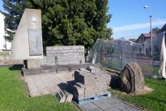 pomník-1