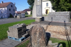 pomník-2